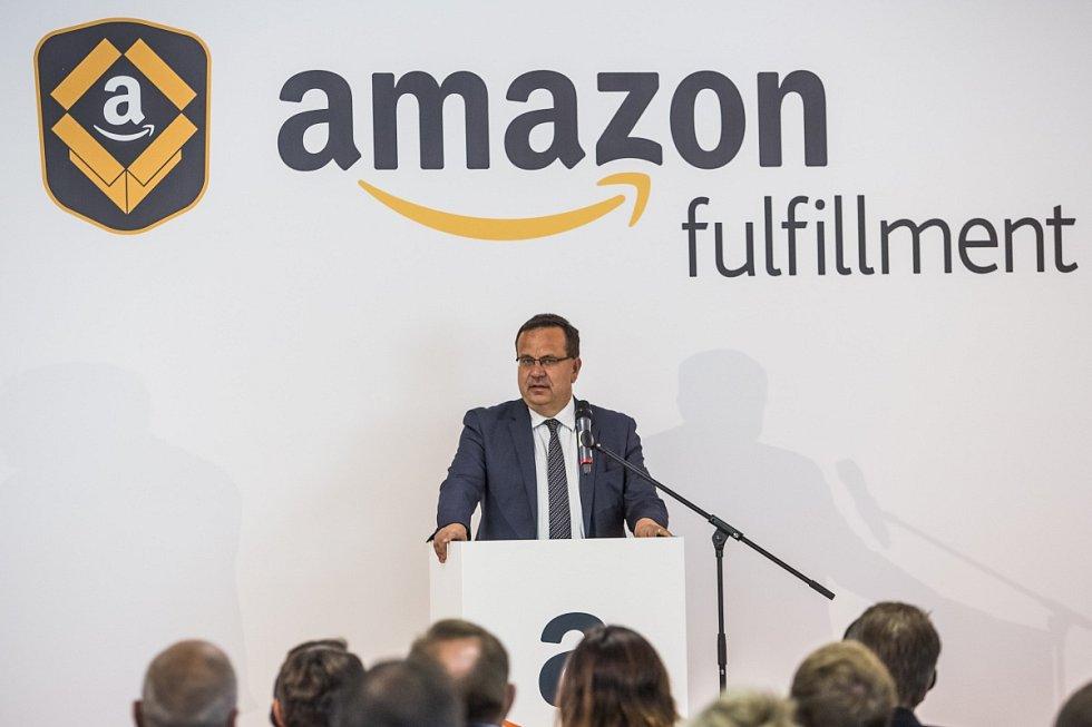 Sklad amerického internetového obchodu Amazon v Dobrovízi u Prahy zahájil 8. září plný provoz. Jan Mládek