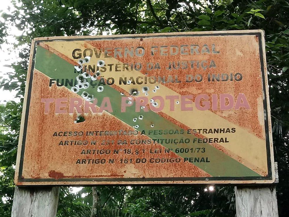 Na území kmene Uru-eu-wau-wau vpadli ozbrojení těžaři