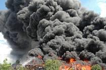 Požár pneumatik v Uherském Brodě