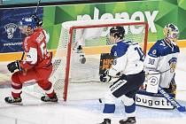 Hokejové utkání turnaje Karjala v Helsinkách, Jan Ordoš z ČR se raduje z gólu proti Finsku.