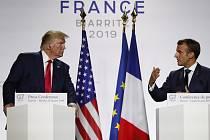 rancouzský prezident Emmanuel Macron (vpravo) a jeho americký protějšek Donald Trump na summitu G7