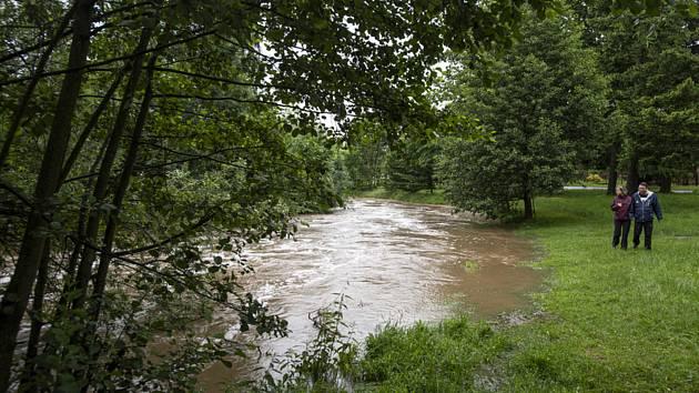 Stav ohrožení začal opět platit ráno 21. června 2020 na říčce Novohradka v obci Luže na Chrudimsku, kde přesáhla hranici 3. povodňového stupně.