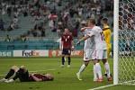 Kasper Dolberg (č. 12) právě vstřelil druhý dánský gól do české sítě.