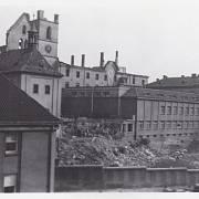 Emauzský klášter den po bombardování Prahy ze 14. 2. 1945