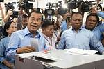 Volby v Kambodži. Premiér Hun Sen.