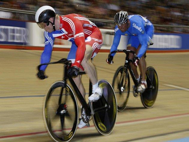 Sprint mužů se stal kořistí domácího Chrise Hoye (vlevo).