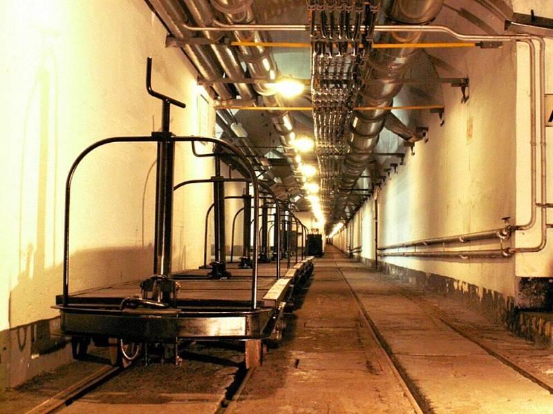 Podzemní dráha. V podzemí dělostřelecké tvrze Hůrka u Králík najdete i úzkorozchodnou dráhu určenou k přepravě munice.