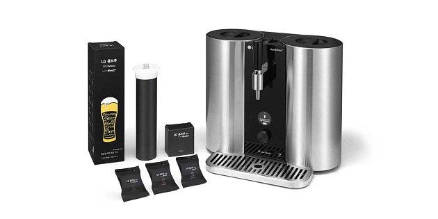 Díky LG Homebrew si pivo vobjemu asi 5litrů můžete připravit doma pomocí kapslí, podobně jako se dnes připravuje například káva.