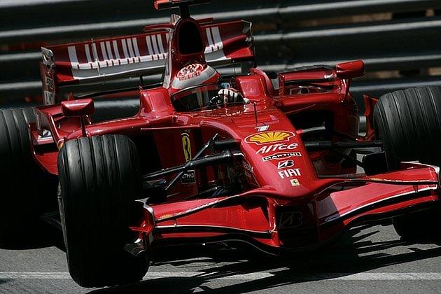 Kimi Räikkönen na trati vMonaku.