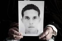 Mladý tuniský prodavač Muhammad Buazízí, který se na protest upálil.