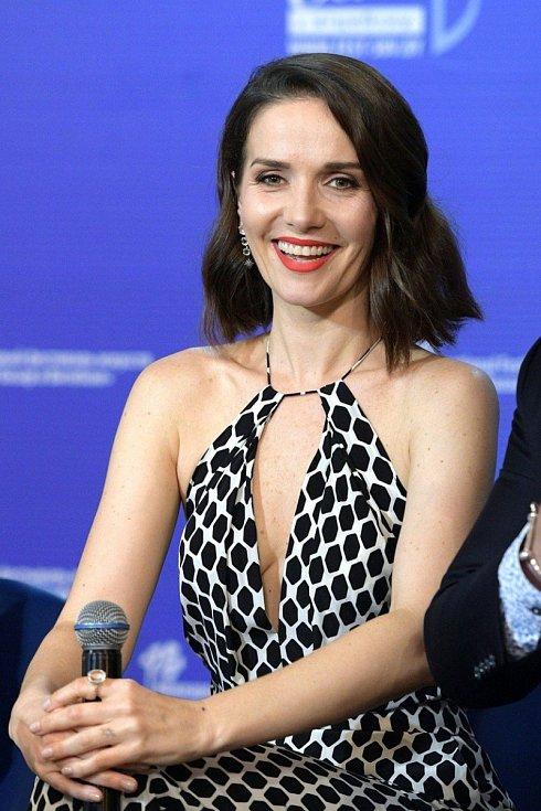 Takto zazářila Natalia v roce 2018 na tiskové konferenci.