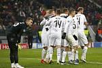 Takto fotbalisté Plzně oslavili gól Romana Procházky. Jeho trefa přinesla naději, euforii posléze vystřelil Lukáš Hejda.