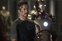 Iron Man 3 vrací do kin známého komiksového hrdinu ve skvělém podání Roberta Downeyho Jr.