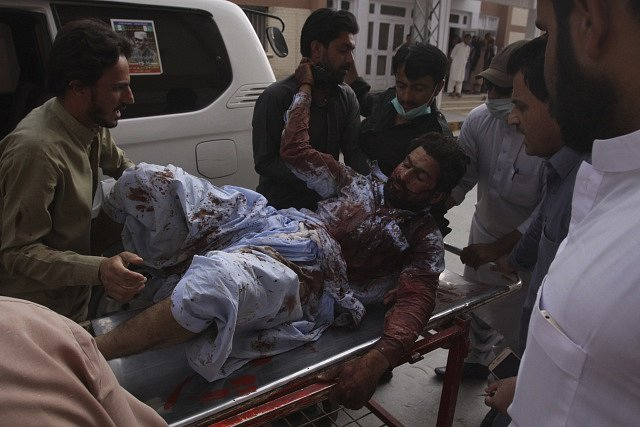 V Pákistánu útočil sebevražedný atentátník