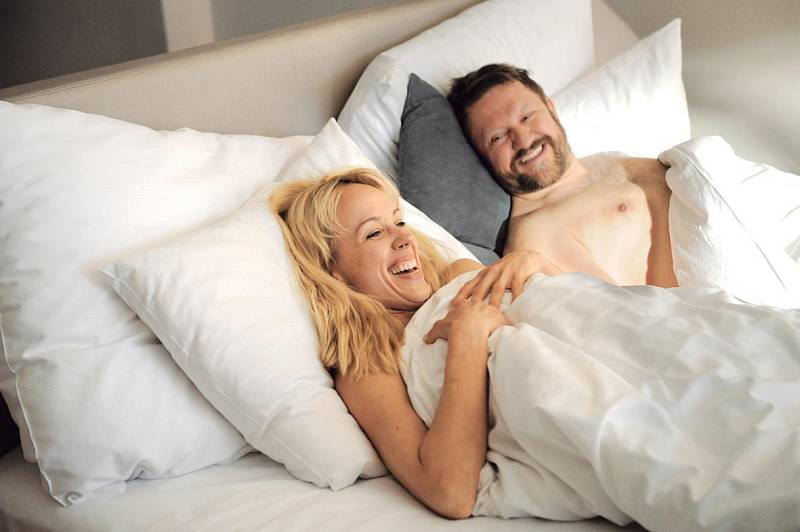 Jana a Čenda (Petra Hřebíčková a Karel Zima) ve filmu Štěstí je krásná věc.