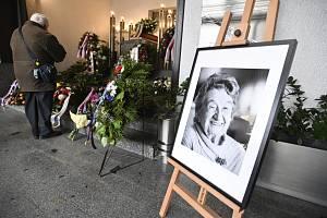 Lidé se 7. ledna 2020 v motolském krematoriu v Praze rozloučili se zesnulou Miloslavou Kalibovou, která za druhé světové války přežila vypálení Lidic