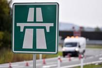 Dopravní značení na dálnici - ilustrační foto