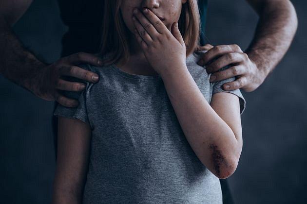 Zneužívání nezletilých dětí je dlouhodobý a vážný problém. A to po celém světě.