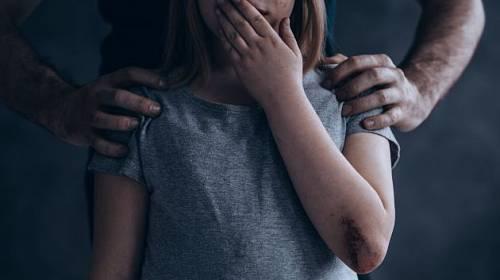 Zneužívání nezletilých dětí je dlouhodobý a vážný problém.