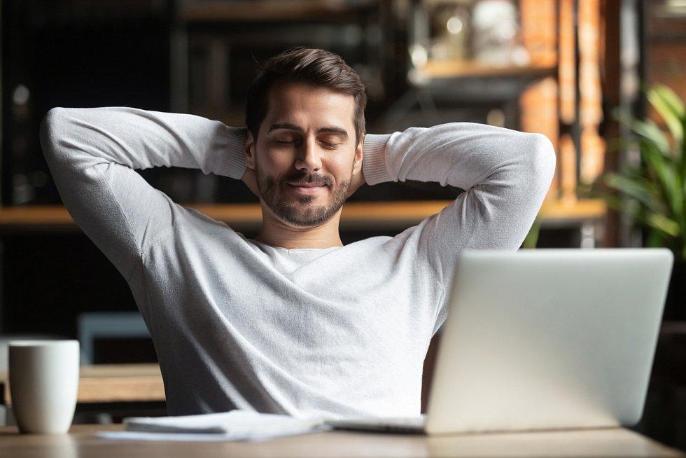Lidé často nevědí, co je vlastně naplňuje a co od života chtějí, mnohdy tak hlavním nebo i jediným cílem bývá tučný výdělek.