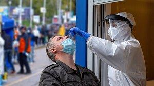 Lež o slovenském očkování: přeřek televizního moderátora zneužili dezinformátoři