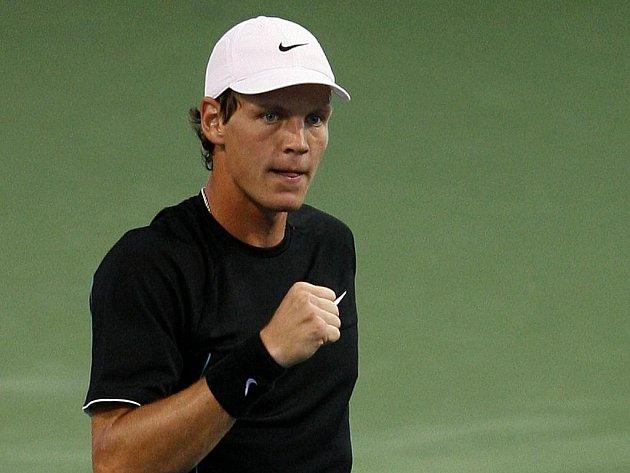 Tomáš Berdych si zajistil na turnaji Masters v Cincinnati účast ve čtvrtfinále. Vyzve Rafaela Nadala.