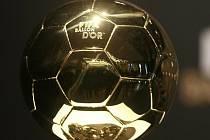 Zlatý míč FIFA - trofej