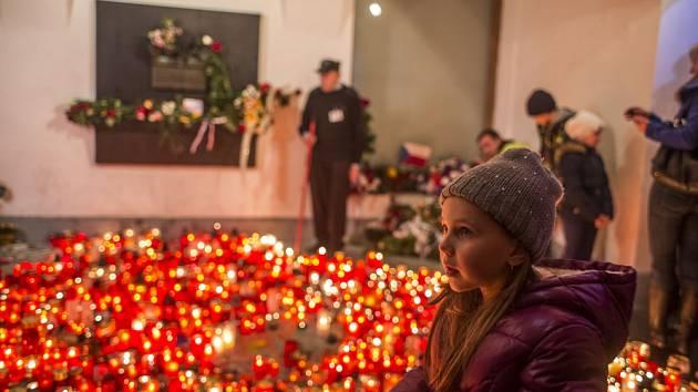Oslavy 26. výročí Sametové revoluce 17. listopadu na Albertově v Praze.