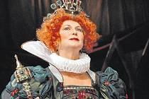 Eliška Balzerová v roli královny Alžběty I.
