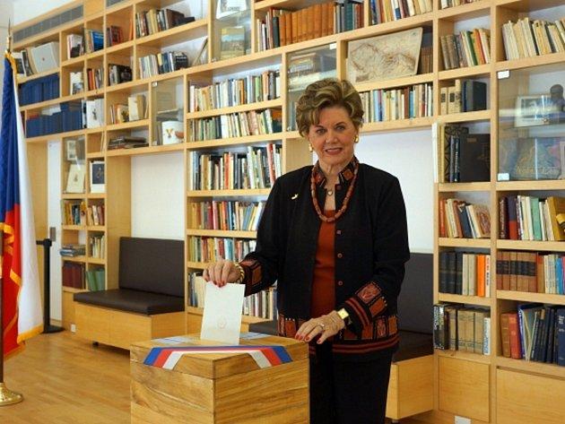 Bývalá krasobruslařka Ája Vrzáňová volila 24. října v New Yorku při předčasných volbách do Poslanecké sněmovny.