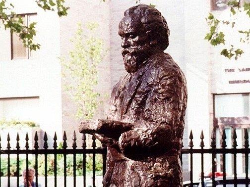 Socha Antonína Dvořáka ve Stuyvesnatově parku na dolním Manhattanu v New Yorku.