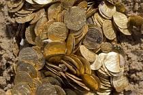 U izraelského pobřeží našli velké množství mincí starých 1000 let.