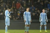 Smutní hráči Slovanu Bratislava po zápase na Letné.