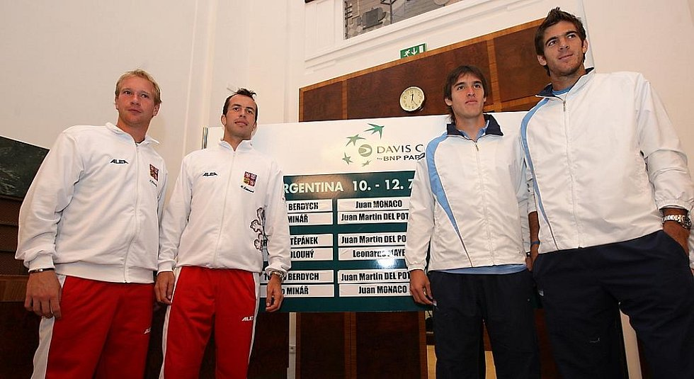 Los čtvrtfinále Davis Cupu Česko - Argentina v Ostravě: zleva Lukáš Dlouhý, Radek Štěpánek, Leonardo Mayer a Juan Martin Del Potro.