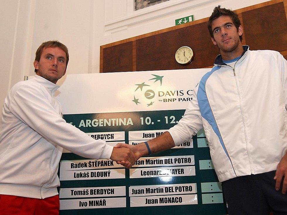 Los čtvrtfinále Davis Cupu Česko - Argentina v Ostravě: vlevo Ivo Minář, vpravo Juan Martin Del Potro.