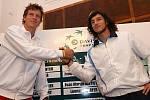 Los čtvrtfinále Davis Cupu Česko - Argentina v Ostravě: vlevo Tomáš Berdych, vpravo Juan Monaco.