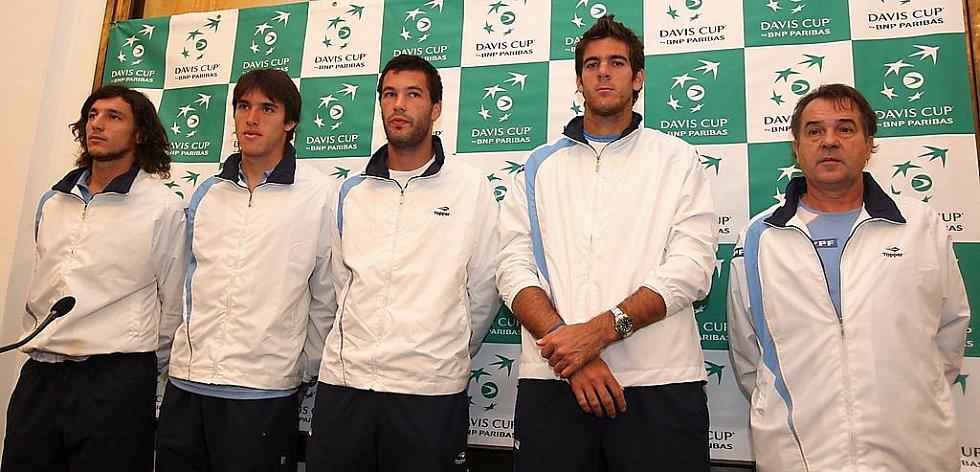 Los čtvrtfinále Davis Cupu Česko - Argentina v Ostravě: vlevo Juan Monaco, druhý zprava Juan Martin Del Potro.