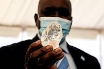 Prezident Botswany Mokgweetsi Masisi na slavnostním představení třetího největšího diamantu světa.