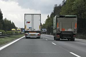 Jízda kamionů v levém pruhu