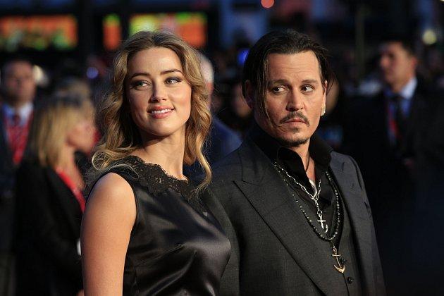 SEXMANŽELKOU. Začátkem roku se Johnny Depp rozvedl samerickou herečkou Amber Heard.
