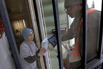 Desítky lidí trpících zdravotními problémy, vyhlášení stavu ohrožení a přímá intervence prezidenta Baracka Obamy přitáhly pozornost amerických médií k chudému městu Flint, jehož obyvatelům již více než rok teče z kohoutků kontaminovaná pitná voda.