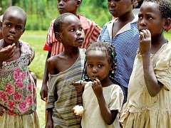 DĚTI AFRIKY. Afrika je podle Forejta místo plné kontrastů i velké chudoby. To zachycuje na svých fotografiích.