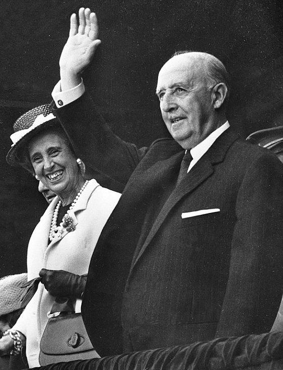 Francisco Franco s manželkou Carmen Polo