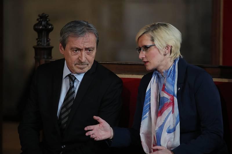 Inaugurace Miloše Zemana. Vlevo Martin Stropnický a Karla Šlechtová.