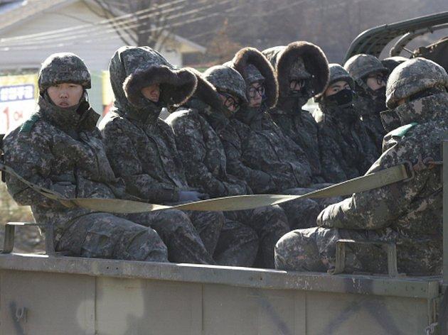 KLDR na některých místech u hranic s Jižní Koreou posílila své předsunuté vojenské hlídky.