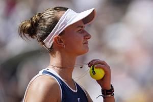 Česká tenistka Barbora Krejčíková se raduje ze svého vítězství ve finále French Open.