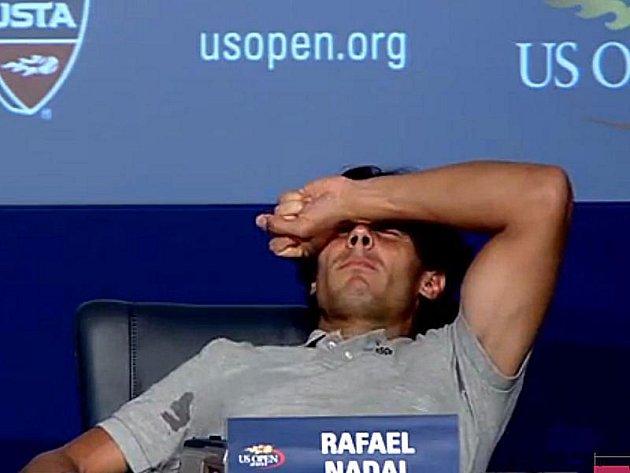 Rafael Nadal ukázal, kterak bolí profesionální sport.