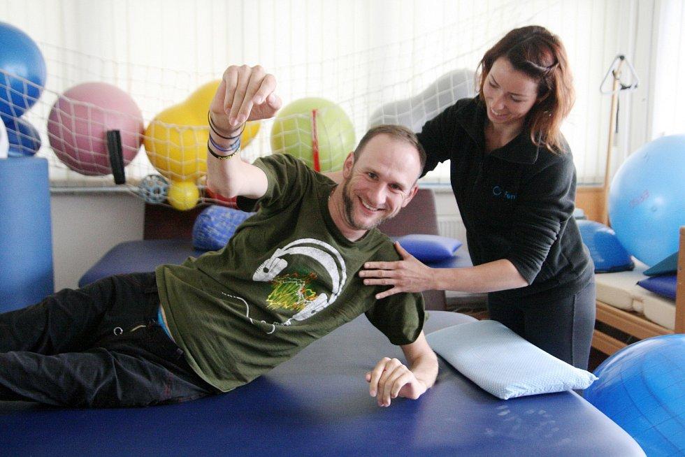 Ochrnutý motorkář Patrik se pere s osudem a pravidelně cvičí