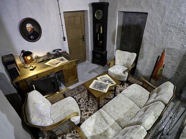 Hitlerův obývací pokoj a kancelář z bunkru, ve kterém vůdce strávil v závěru prohrané druhé světové války poslední dny svého života.