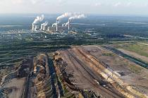 Jedna z největších evropských uhelných elektráren je v polském Bełchatówě. Je šestým největším producentem oxidu uhličitého na světě.